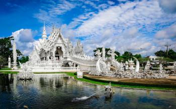 Храм Ват Ронг Хун