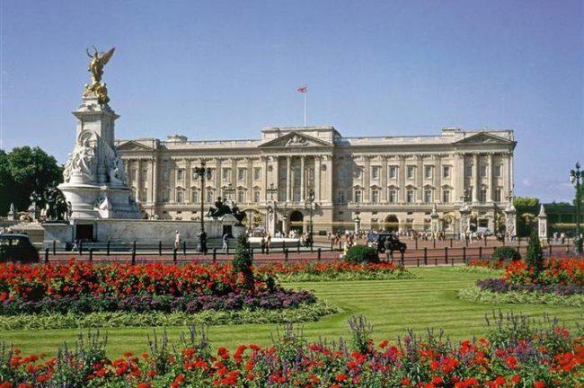 Букингемский дворец - самый дорогой частный дом в мире