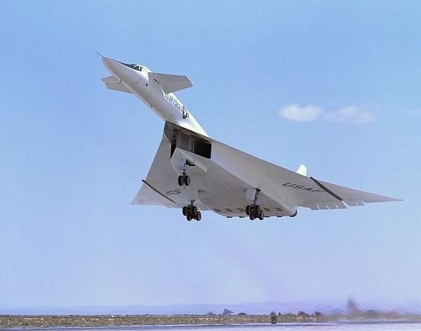 764px-North_American_XB-70_above_runway_ECN-792
