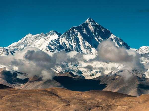 Самая высокая точка в мирк - гора Джомолунгма