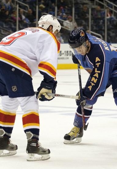 Козлов, Вячеслав Анатольевич - один из шести российских хоккеистов, сыгравших более 1000 матчей в НХЛ