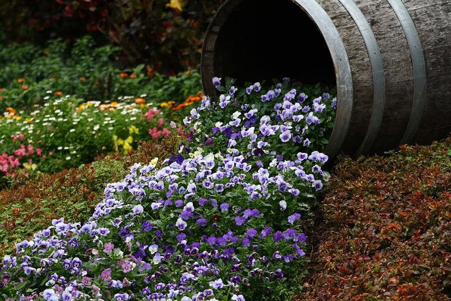 spilled-flowers-garden-ideas-10__880