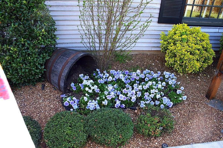 spilled-flowers-garden-ideas-13__880