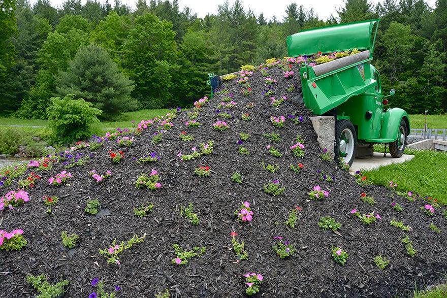 spilled-flowers-garden-ideas-6__880