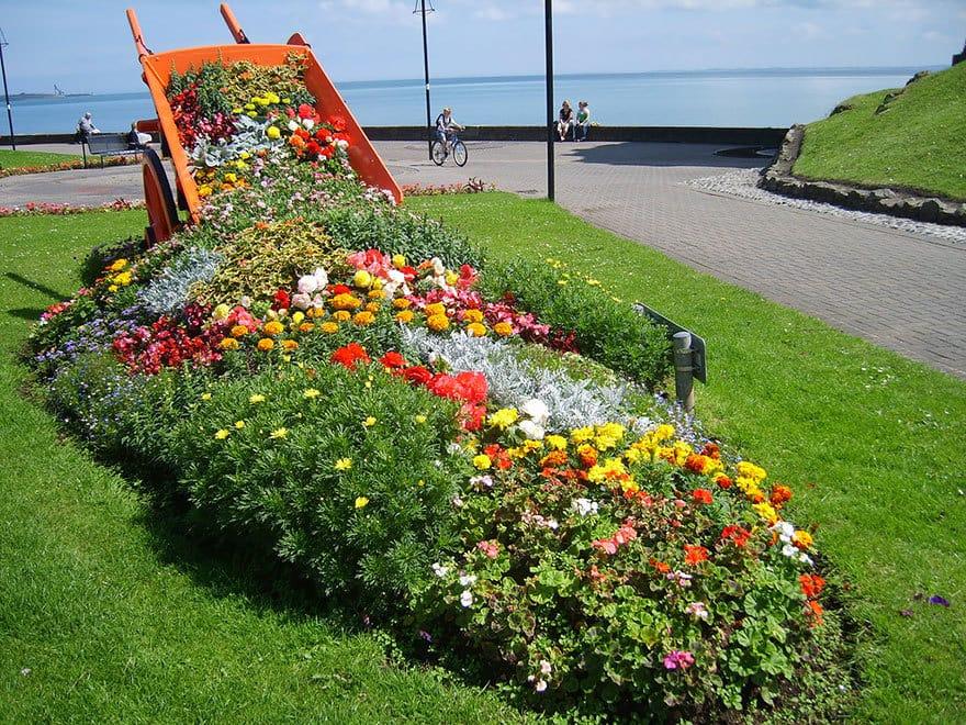 spilled-flowers-garden-ideas-7__880