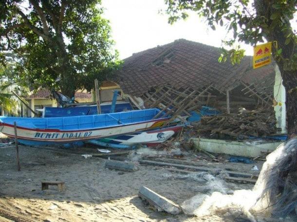 цунами, постигший остров Ява в 2006 году