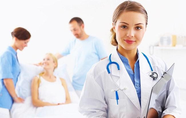 Врачи и медсестеры