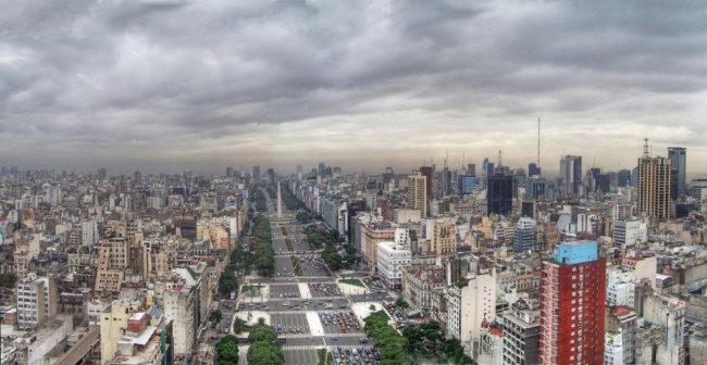 Проспект Ривадавия в городе Буэнос-Айрес (Аргентина)