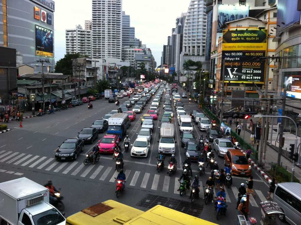 Улица Сукхумвит в Бангкоке (Тайланд)