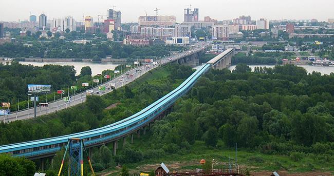метромост через реку Обь