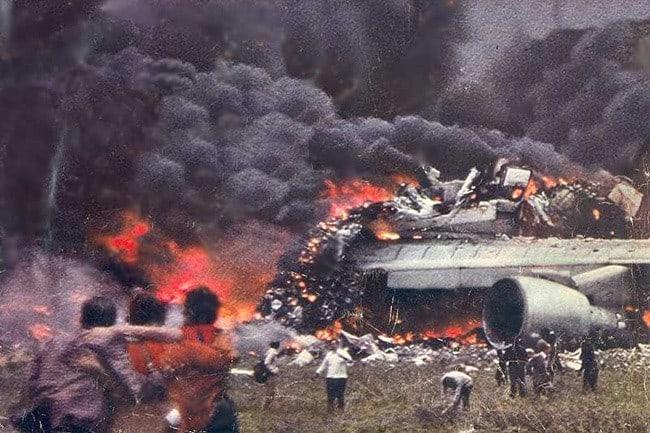 27 марта 1977 года самолеты Боинга 747