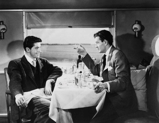 Незнакомцы в поезде