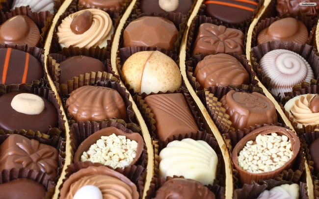 Шоколадные батончики, конфеты и леденцы