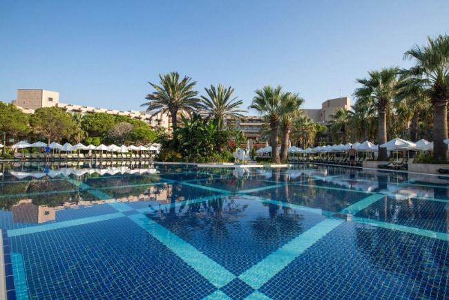 Crystal Tat Beach Golf Resort &Spa