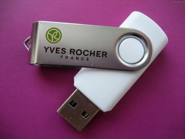 USB флешка с надписью