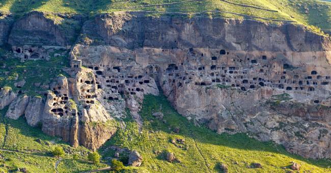 Пещерный город Варзия
