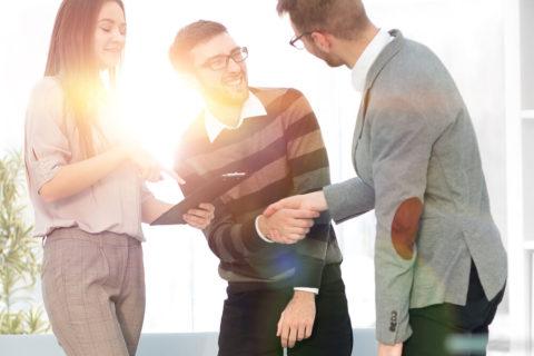 10 полезных советов как общаться с людьми и заводить друзей