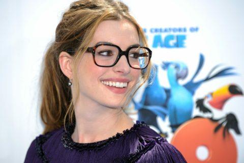 10 звёзд, которые носят очки