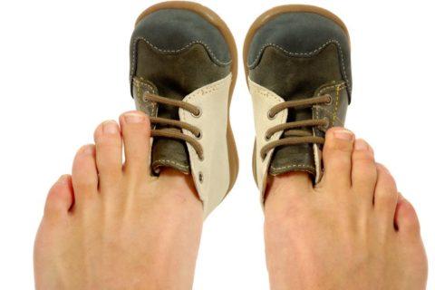 10 советов, как разносить обувь, которая жмет