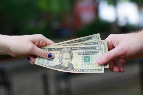 10 причин, почему не стоит давать деньги друзьям и родственникам