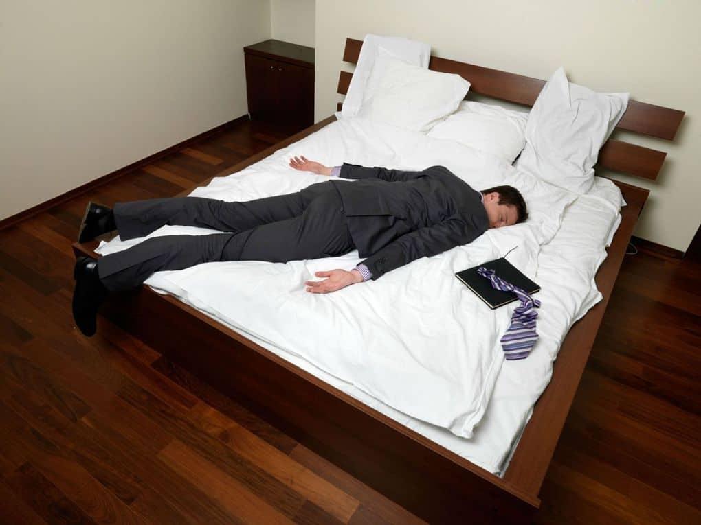Как быстро уснуть если не спится: за одну минуту, когда мешают мысли, если не хочется спать, ночью или днем.
