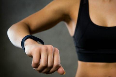 Выбираем лучший фитнес-браслет: топ 10 моделей с самыми полезными функциями