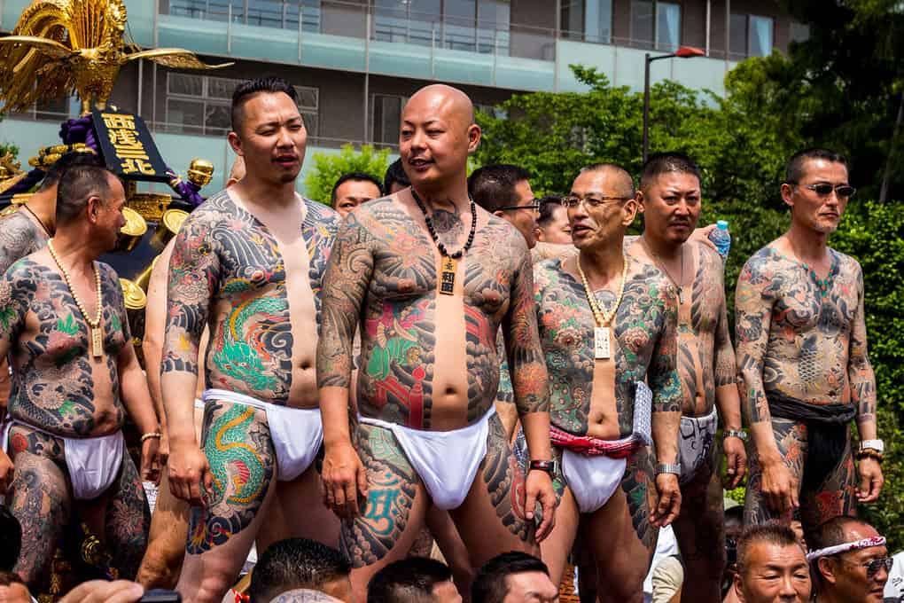 производители фото японских якудза несколько