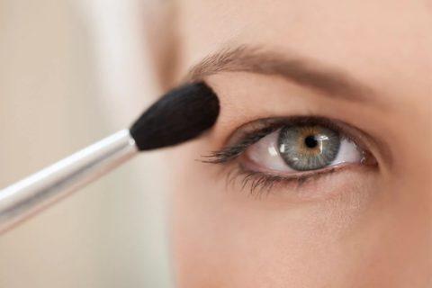 10 принципов макияжа при нависающем верхнем веке