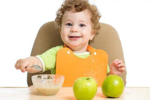 10 продуктов, с которыми родители обязаны познакомить ребенка до года