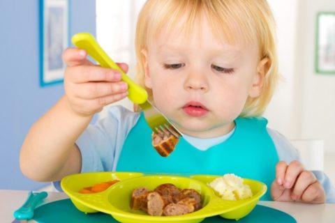 10 заблуждений родителей о питании ребенка