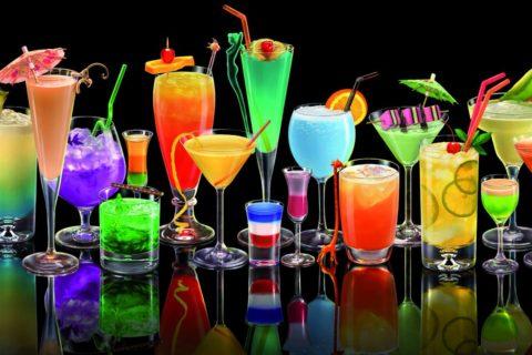 10 самых популярных алкогольных коктейлей в мире