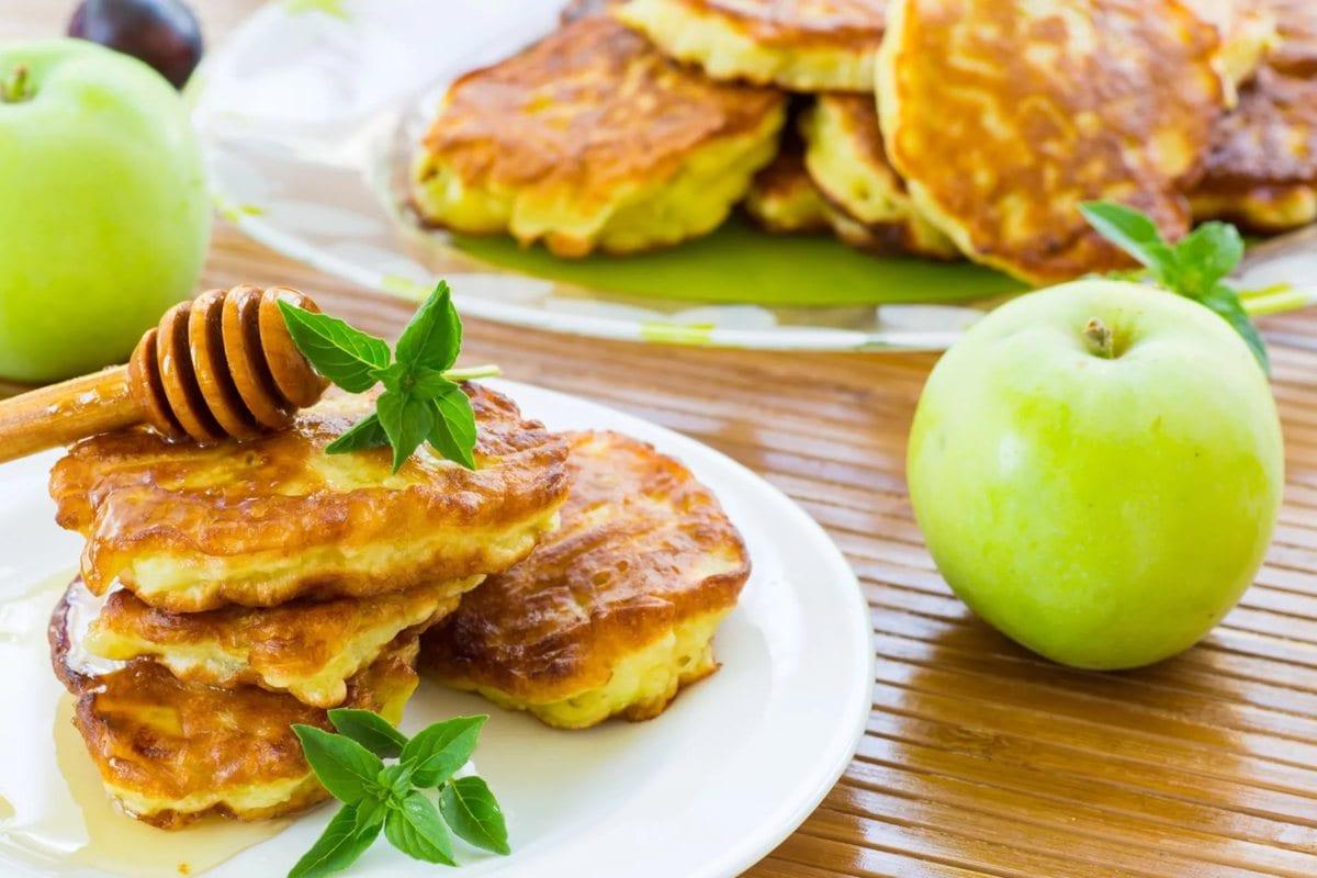 Яблочные оладьи на кефире рецепт с фото